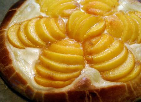 peach brioche tart