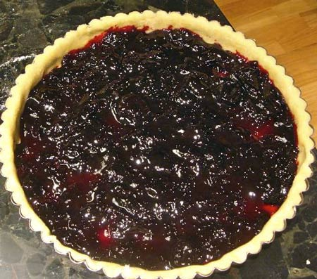 Daring Bake(r)well Tart with Reliable Cherry Jam