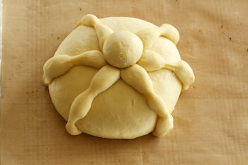 shaped-pan-de-muerto