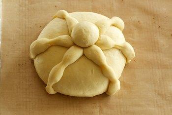 shaped-pan-de-muerto