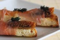 Sticks prosciutto, figs and apricots