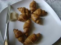 Whole Wheat Garlic-Rosemary Crescent Rolls