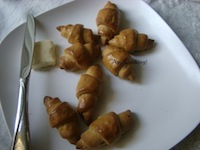 Whole Wheat Garlic-Rosemary Crescent Rolls