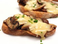 Toasts with Mushrooms and Camembert