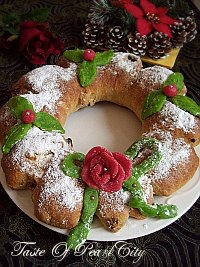 Stollen Wreath