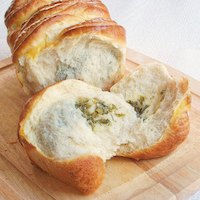 Pull apart cheesy herb bread