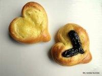 Heart-shaped sweet buns