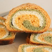 Tomato, Spinach and Cheese Swirl Bread