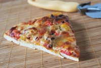 Pizza with mango, bacon and pepper