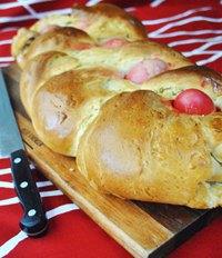 Greek Easter bread (Tsoureki Paschalino)