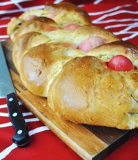 Greek Easter bread (Tsoureki Paschalino)
