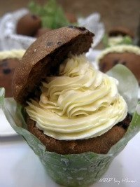 Chocolate cupbread with condensed milk cream