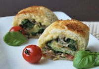 Bread roll with spinach and ham