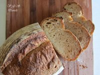 Sourdough bread and quinoa flakes