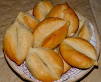 Portugese Bread Rolls (Papo Secos)