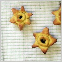 Daffodil Buns