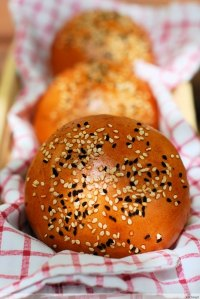 Golden Burger Buns With Beer