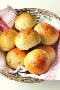 Petits pains au lait et aux raisins