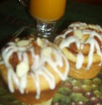 Jumbo Sour Cream Cinnamon Buns