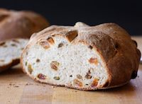 Whole Wheat And Oat Bread With Golden Raisins
