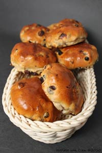 Dutch raisin-currant rolls