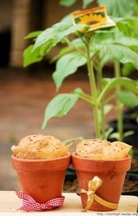 Buttermilk Bread with Sunflower Seeds in Pots
