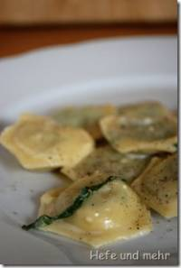 Ravioli filled with wild garlic and bread