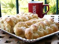 tiny sweet bread plaits