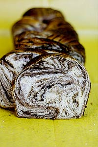 Japanese-style chocolate multi-layer marble bread